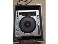 Pioneer CDJ 800 MK2 turntable & flight case - hardly used