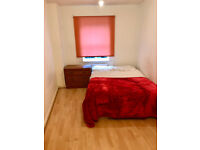 CHEAP, NICE AND WARM DOUBLE BEDROOM AVAILABLE NOW, ALL BILLS INCLUDED! (CANARY WHARF)