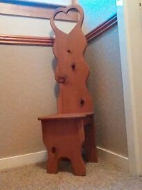 CHILD / FEATURE / ORNAMENTAL CHAIR