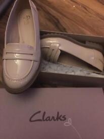 1571418c142 Ladies tan shoes size 8EEE wide fitting Cushion-Walk Flexible ...