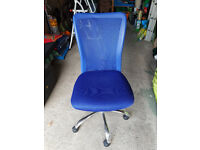 HOME Reade Mesh Gas Lift Adjustable Office Chair-Blue (Collection Only)