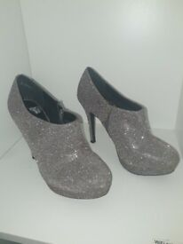 Silver/Gold heeled ankle boots. Size uk 4 eu 37
