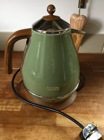 Delonghi kettle in tan and pistachio green