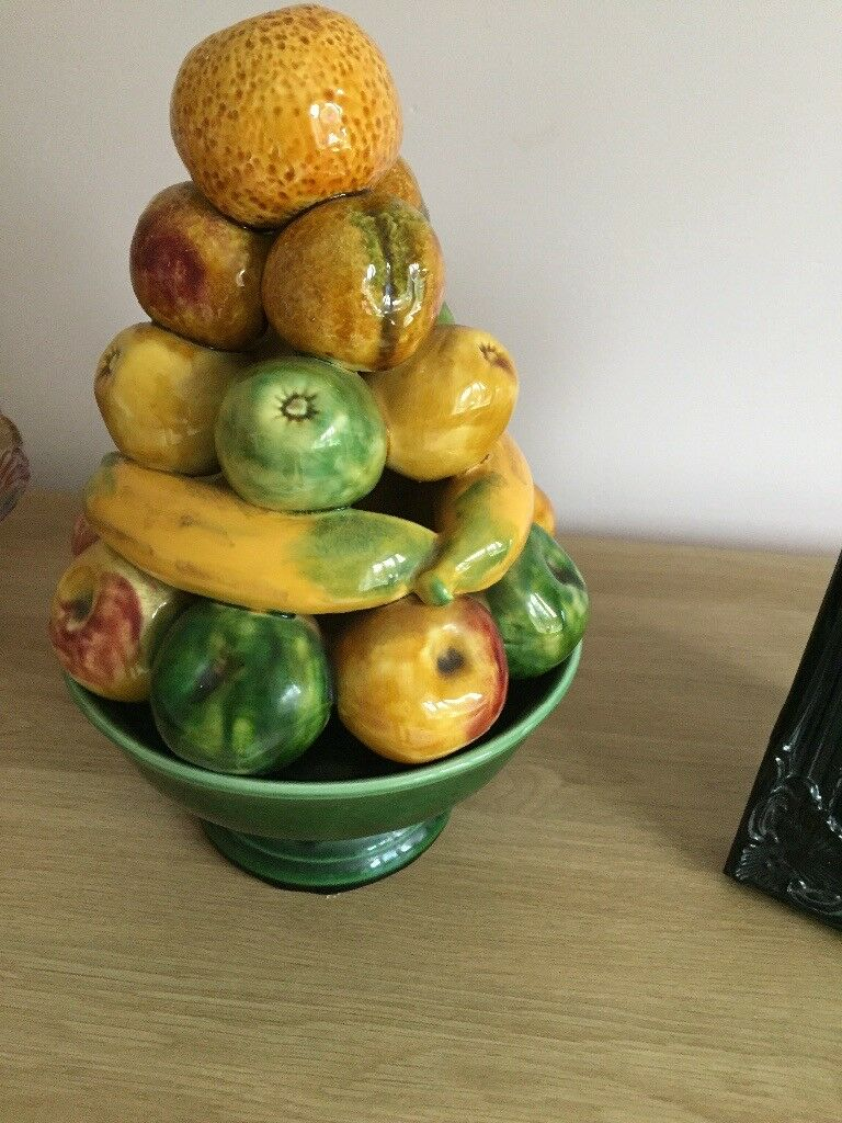 Ceramic fruit 'bowl'