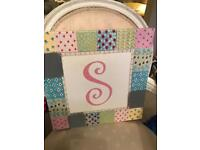 Picture canvas with an 's' in the centre - ideal for bedroom