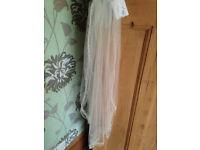 BNWT Lace Wedding Veil, gorgeous bead detail, medium legth, one size