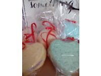5 Large bath bombs in gift bag