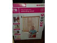 Never used Lindam extending wooden baby gate