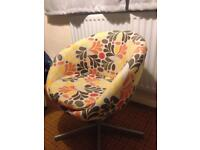 Retro looking swivel chair