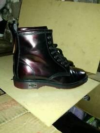Metallic purple Cult boots. Narrow size 5.5