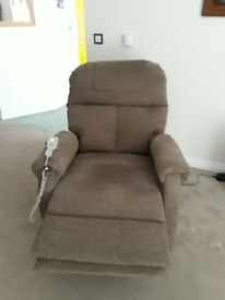 REMOTE POWERED RECLINING CHAIR