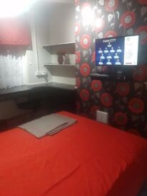 Clean double room to rent