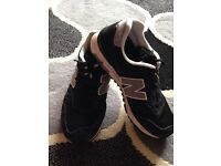 New Balance ML565SKK Trainers in Black and Grey Size 7.