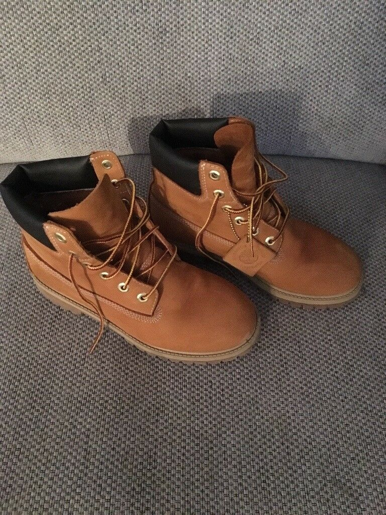 Ladies timberland boots size 5 hardly worn too big