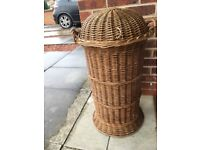 ANTIQUE VICTORIAN WICKER LAUNDRY BASKET IN EXCELLENT CONDITION