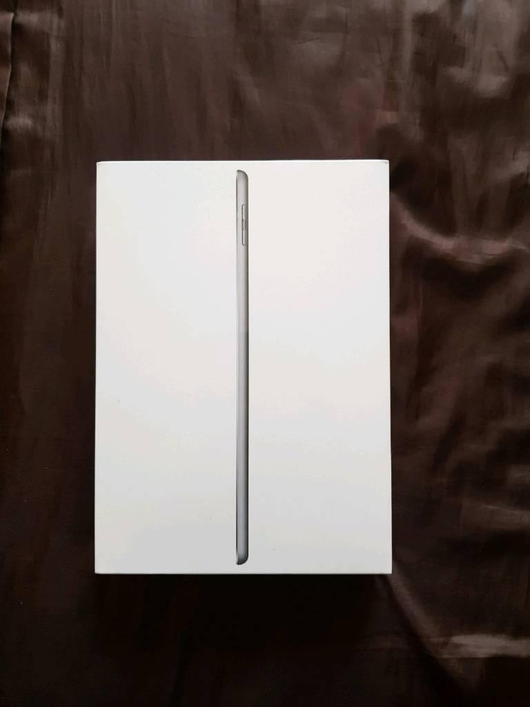 I pad Wi-Fi celluar 32gb space grey brand new boxed sealed