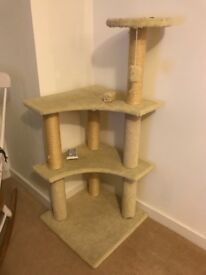 Tall cat scratching stand