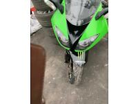 Kawasaki zx1000 2011 breaking for spares all parts availble message me for parts