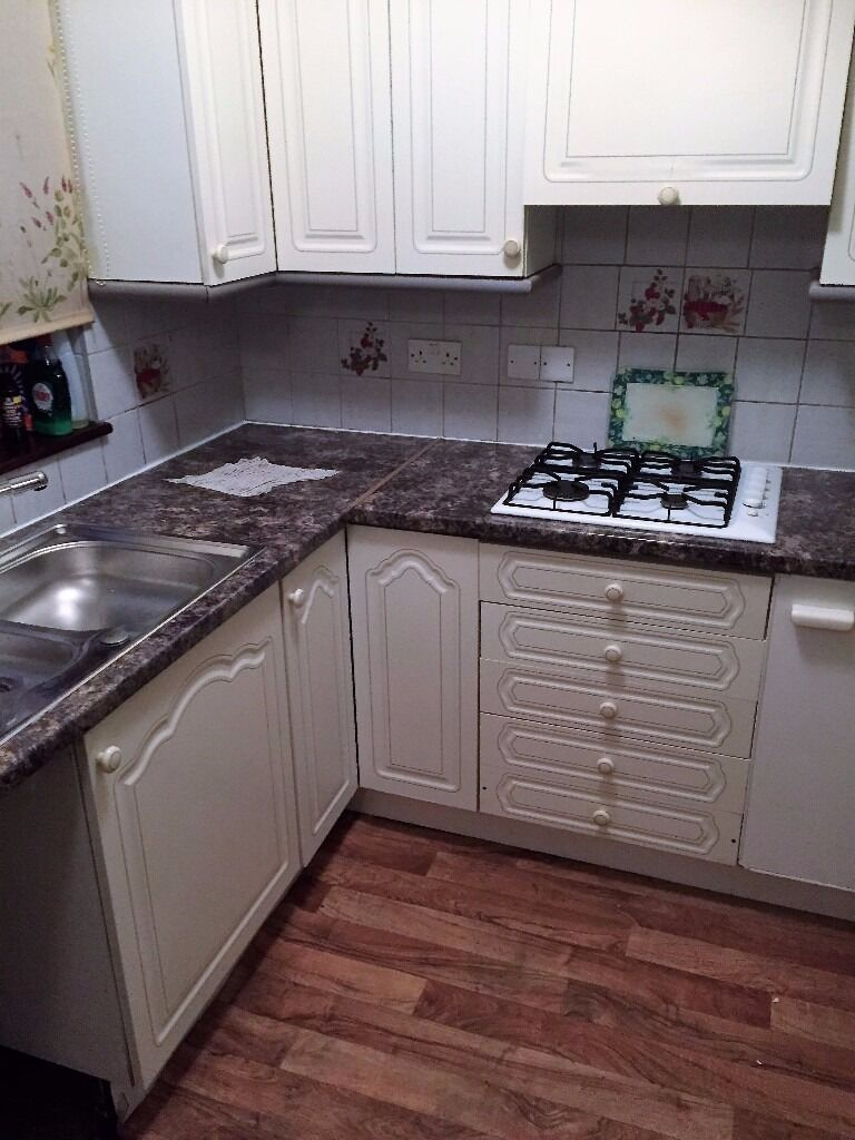 PLEASED TO OFFER A 4 BEDROOM HOUSE TO RENT IN SEVEN KINGS FOR £1700PCM NEAR SEVEN KINGS HIGH SCHOOL!