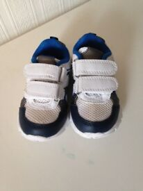 Toddler trainers size 4