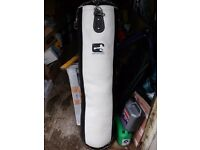 4' 125cm punch bag and hanging chain good condition