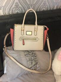 Gorgeous Anna Smith Large Handbag