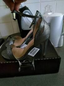 Size 7uk wide fitting heels