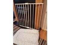Cuggl Single Panel Metal Wall Fix Gate