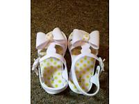 Girls summer shoes size 5