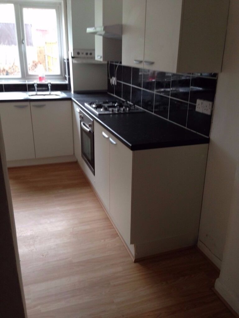 3 BED HOUSE WITH 2 RECEPTIONS TO RENT IN ILFORD NEAR LOXFORD LANE £1650PCM! 2 BATHROOMS, DRIVEWAY