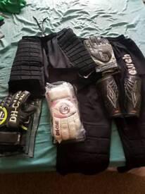 Goalkeeper kit and gloves