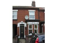 Muriel Road (Golden Triangle). A traditional bay-windowed unfurnished terrace house.