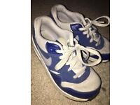 Boys Nike air trainers. Size 13