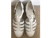 Vagabond White Sandal Shoe Size 6
