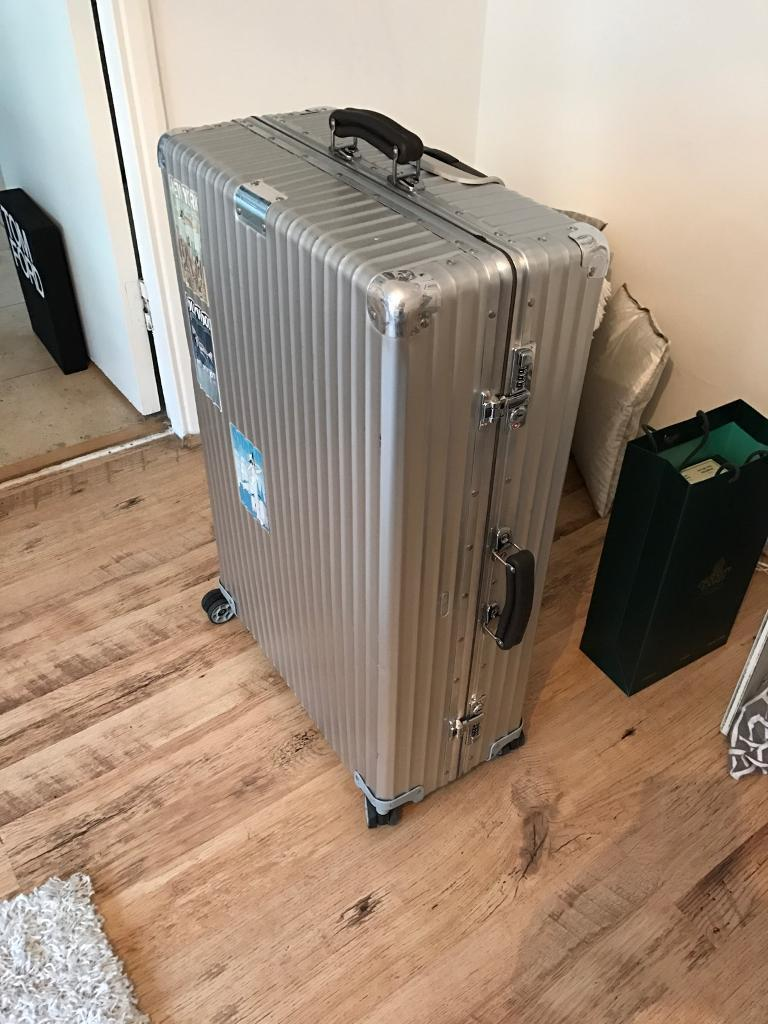 rimowa classic flight 2nd largest size used twice. Black Bedroom Furniture Sets. Home Design Ideas