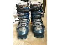 Ladies Salomon Ski Boots size 5-5 1/2