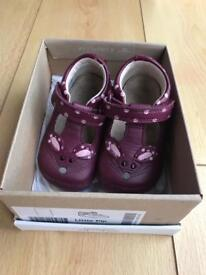Clarks girls shoes 2.5 F