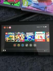 Nintendo Switch neon + 2pre installed games