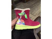 BRAND NEW Kid's UGG boots in adults UK5 UK4