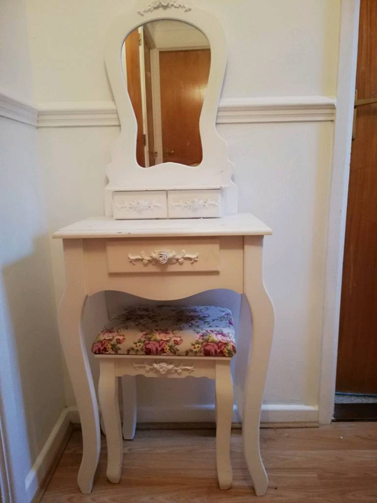 premium selection 9d460 3daaf Girls dressing table | in Cardiff City Centre, Cardiff | Gumtree