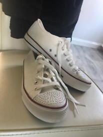 Size 6 Ladies Converse Style Shoe