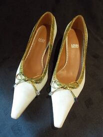 Beautiful suede shoes, size 5.