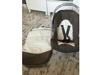 Graco baby carrier/car seat and base
