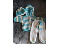 Hand knitted outfit (up to 1 mnth)