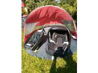 Maxi Cosi car seat and isofix base.