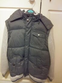 BRAND NEW BOYS THICK PADDED WINTER GREY COAT WITH KNITTED SLEEVES AGE 7-8