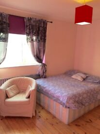 Romantic double room , perfect location, all/bills/incl, £100depozit