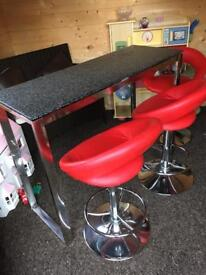 Breakfast bar + stools