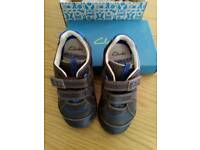 Clarks shoes 27.5 F new