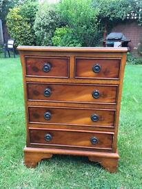 Yew chest of drawers (Yew Reproduction)